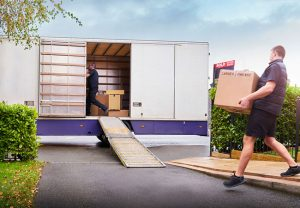 4 Reasons to Hire Professional Movers